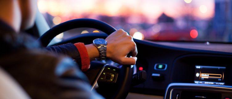 26 tips voor geld besparen op autorijden