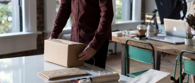 12 Tips om goedkoop een pakket te versturen