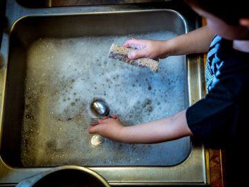 Tips om te besparen op de afwas